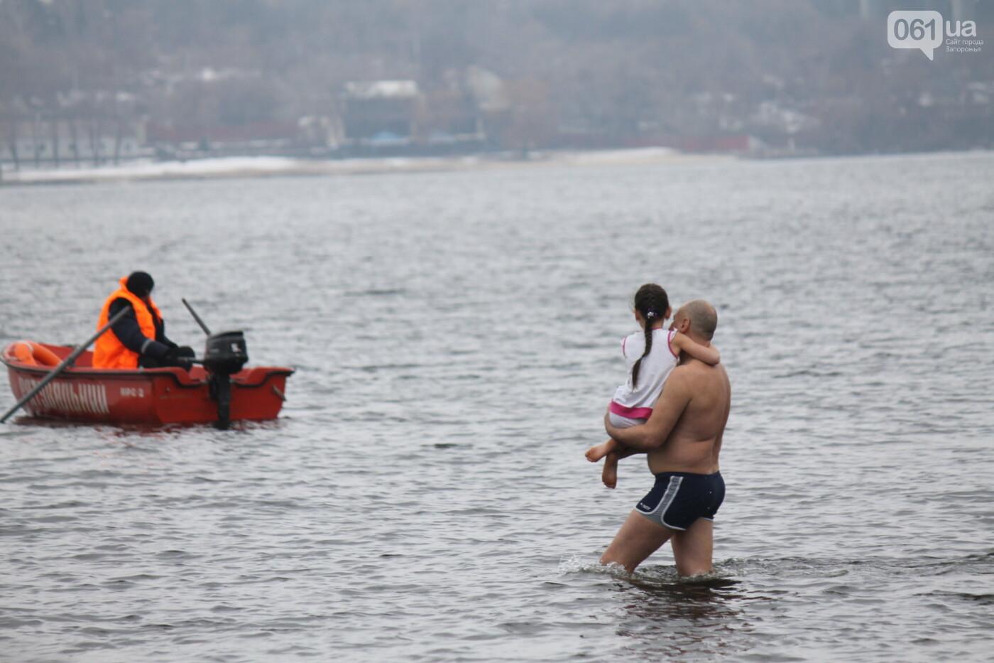 Как в Запорожье массово отметили Крещение на Центральном пляже, – ФОТОРЕПОРТАЖ, фото-12