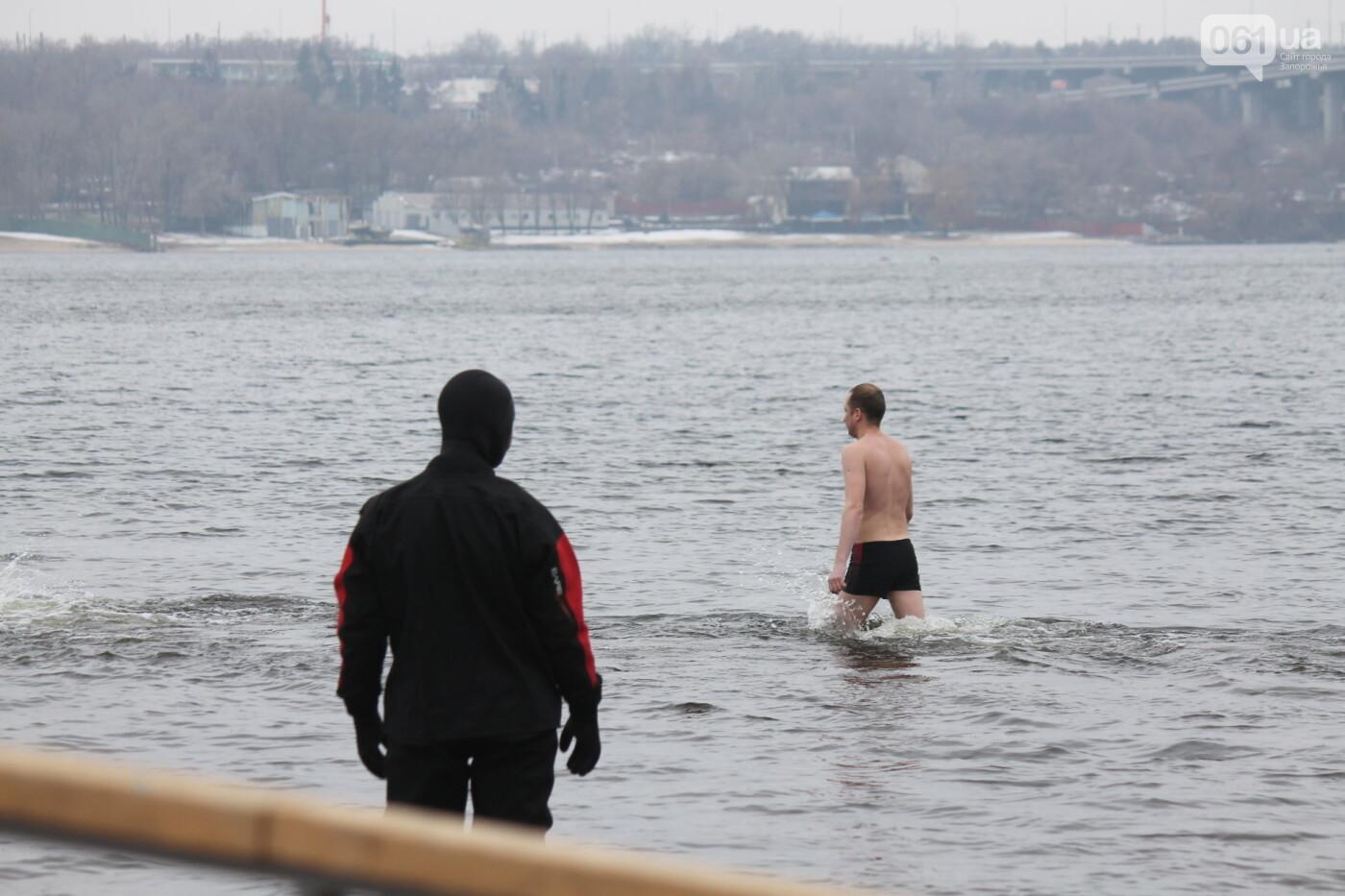 Как в Запорожье массово отметили Крещение на Центральном пляже, – ФОТОРЕПОРТАЖ, фото-14