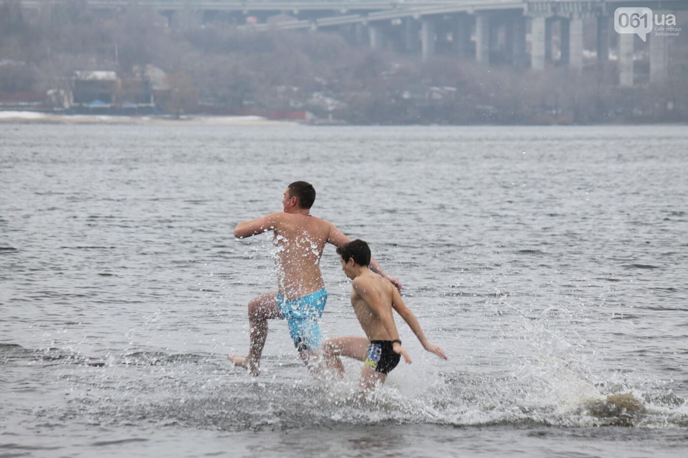 Как в Запорожье массово отметили Крещение на Центральном пляже, – ФОТОРЕПОРТАЖ, фото-34