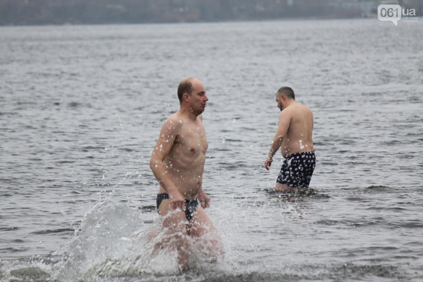 Как в Запорожье массово отметили Крещение на Центральном пляже, – ФОТОРЕПОРТАЖ, фото-41