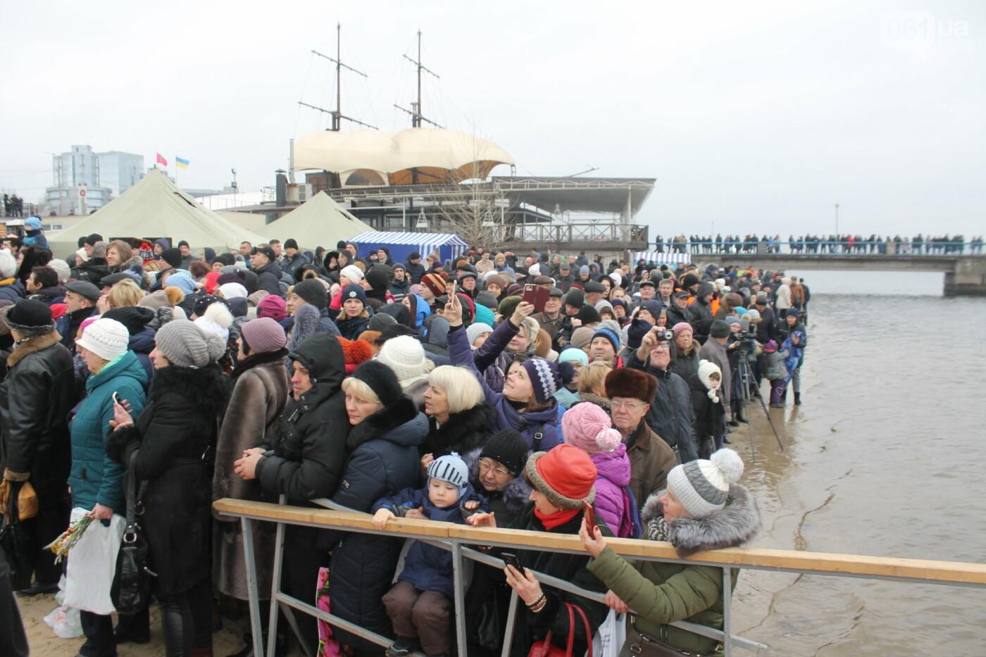 Как в Запорожье массово отметили Крещение на Центральном пляже, – ФОТОРЕПОРТАЖ, фото-32