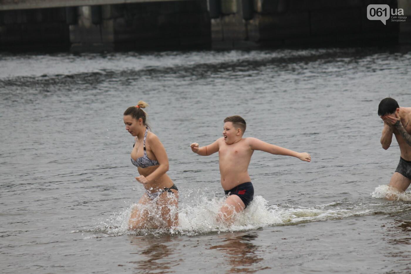 Как в Запорожье массово отметили Крещение на Центральном пляже, – ФОТОРЕПОРТАЖ, фото-9