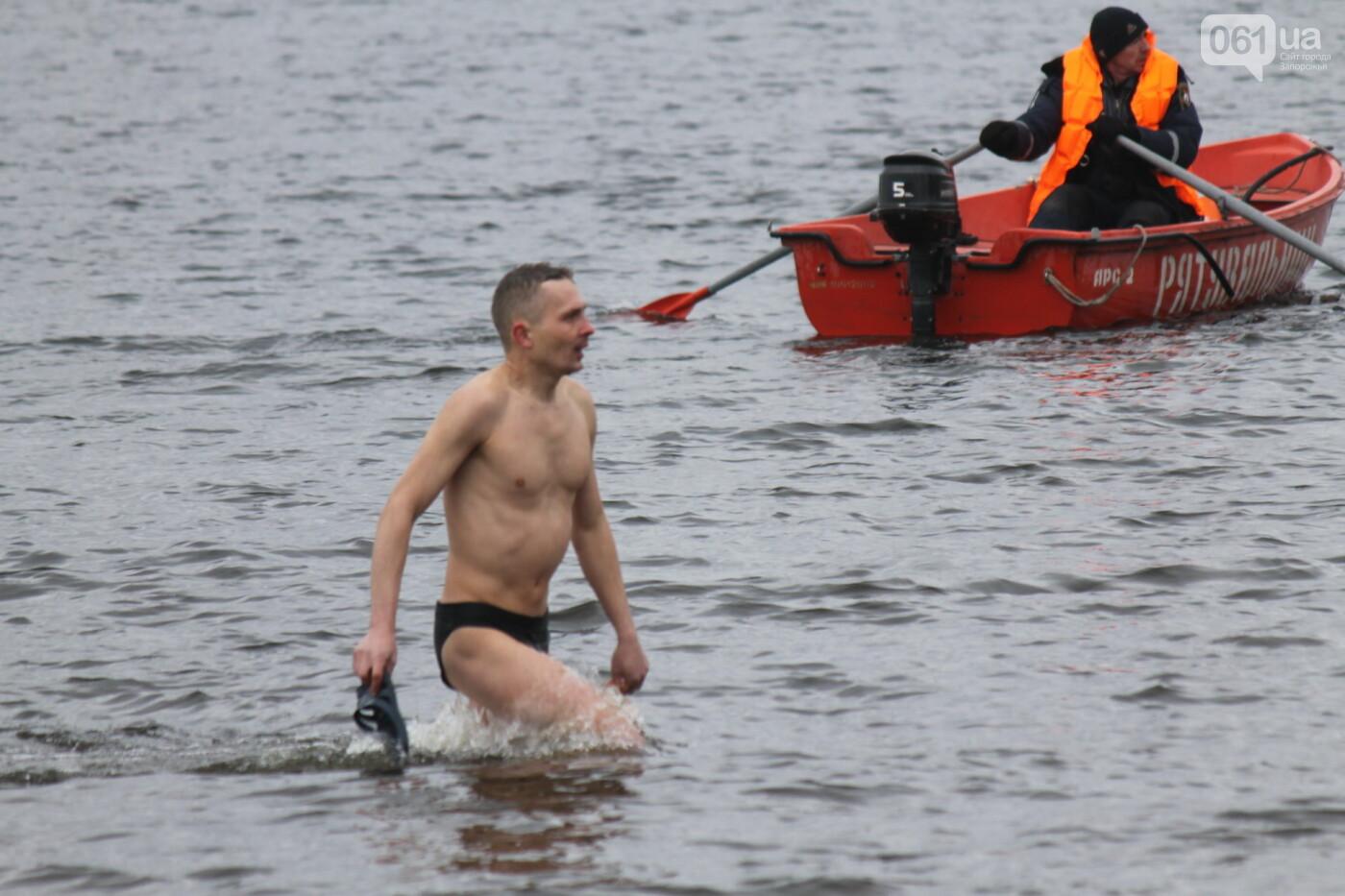 Как в Запорожье массово отметили Крещение на Центральном пляже, – ФОТОРЕПОРТАЖ, фото-17