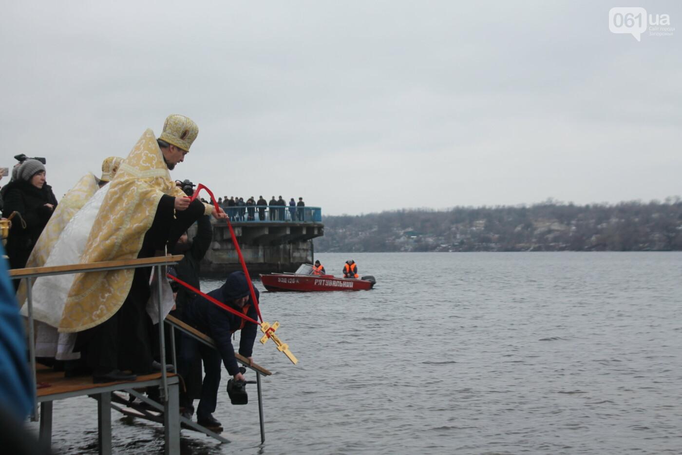 Как в Запорожье массово отметили Крещение на Центральном пляже, – ФОТОРЕПОРТАЖ, фото-8