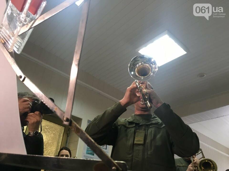 """В Запорожском аэропорту в честь """"киборгов"""" играл военный оркестр, - ФОТО, ВИДЕО, фото-3"""