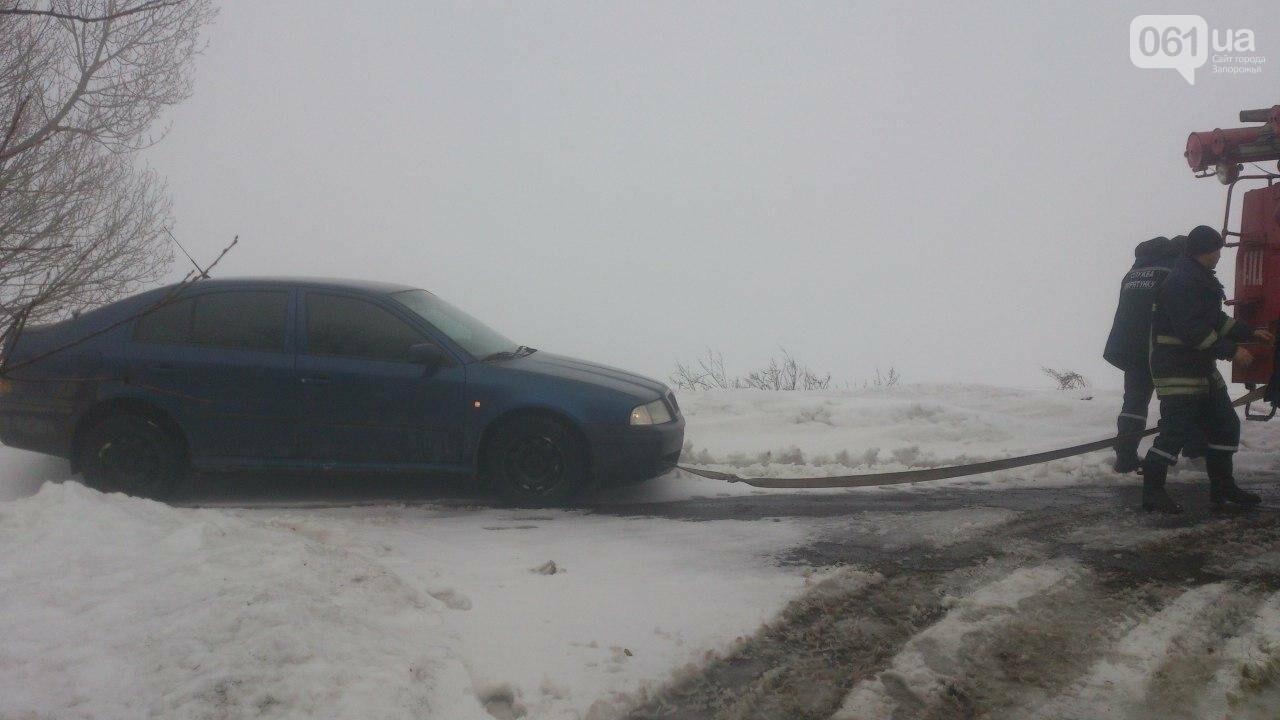 В Запорожской области спасатели достали из кювета два авто, - ФОТО, фото-1