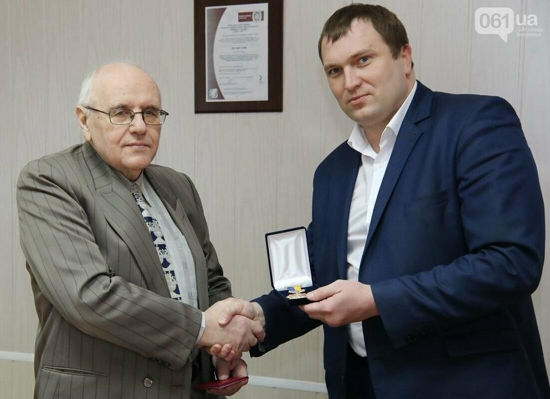 Ветеран трансформаторостроения получил медаль «За развитие Запорожского края», фото-1
