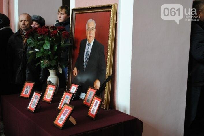 В Мелитополе сотни людей пришли попрощаться с ректором Аносовым, фото-1