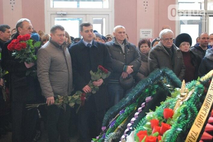 В Мелитополе сотни людей пришли попрощаться с ректором Аносовым, фото-2