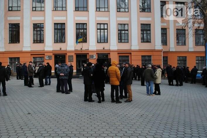 В Мелитополе сотни людей пришли попрощаться с ректором Аносовым, фото-3