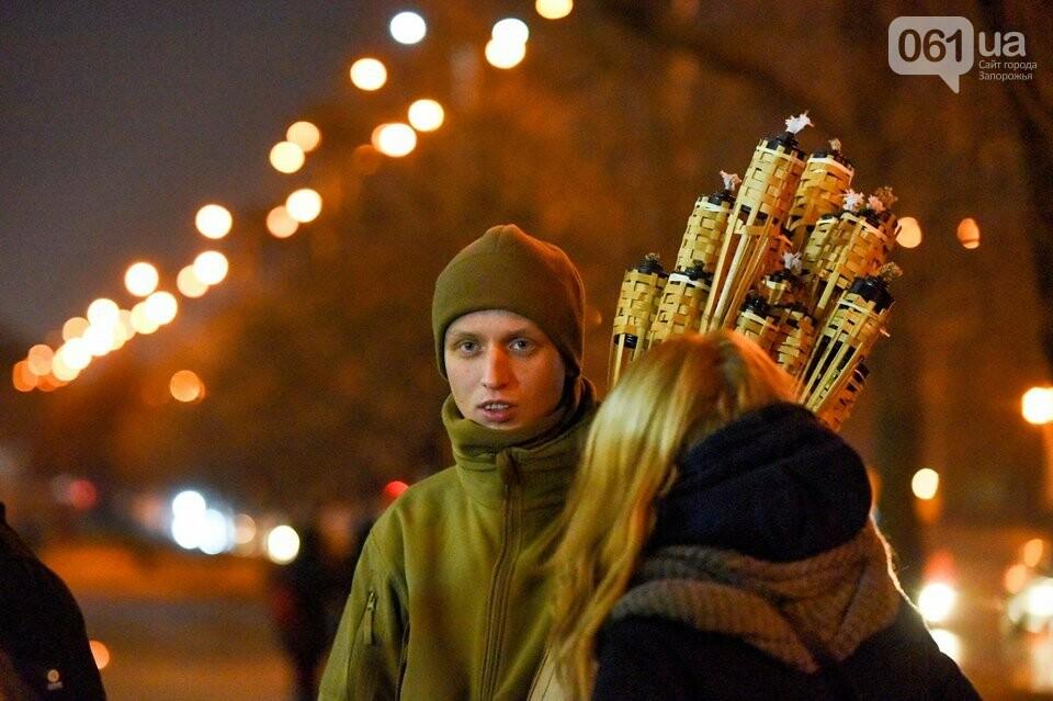 """""""Крути, вас не забути"""": в центре Запорожья прошло факельное шествие, - ФОТОРЕПОРТАЖ, фото-4"""