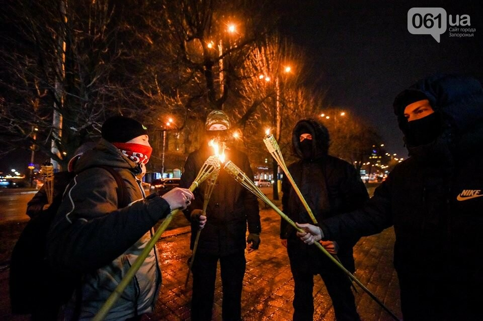 """""""Крути, вас не забути"""": в центре Запорожья прошло факельное шествие, - ФОТОРЕПОРТАЖ, фото-12"""
