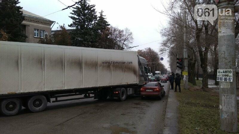 В Запорожье на правом – снова пробка: остановилось движение троллейбусов, – ФОТО, фото-3