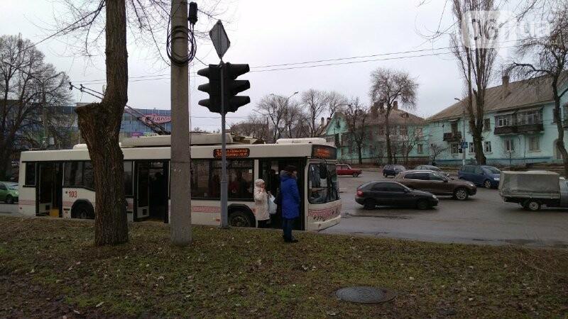 В Запорожье на правом – снова пробка: остановилось движение троллейбусов, – ФОТО, фото-5