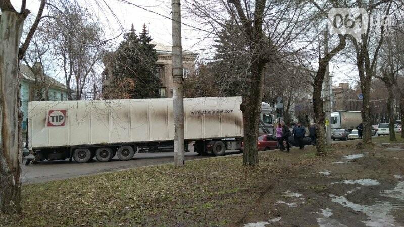 В Запорожье на правом – снова пробка: остановилось движение троллейбусов, – ФОТО, фото-4