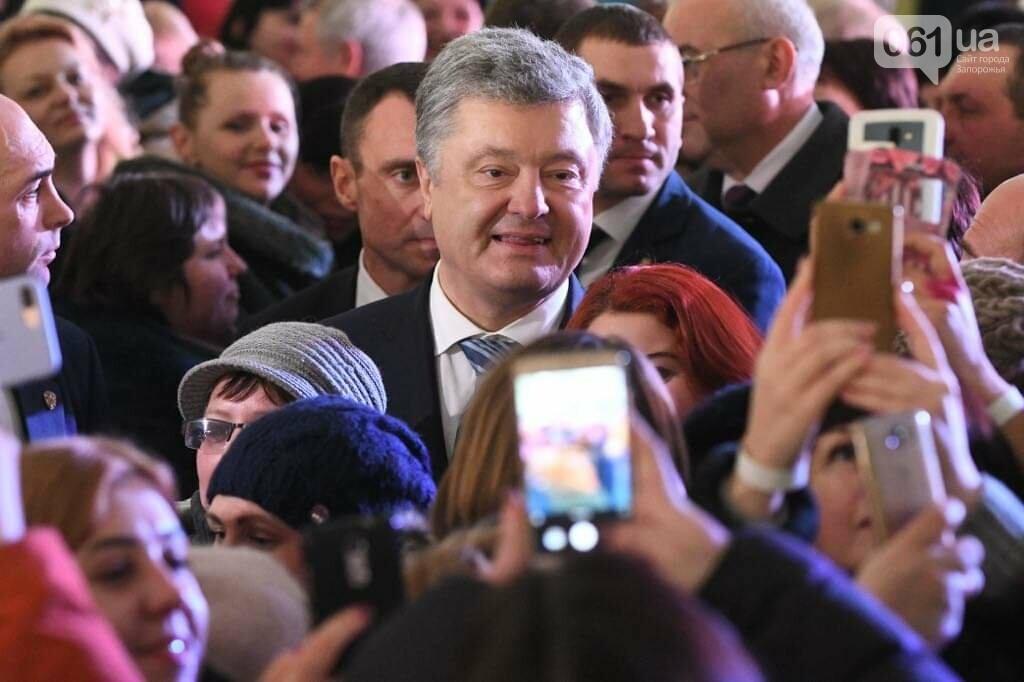 """Сотни селфи, еще один безвиз, """"привет"""" Богуслаеву и дороги: визит Порошенко в Запорожье в фотографиях и высказываниях, фото-4"""
