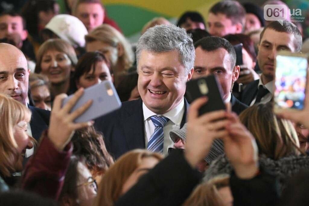"""Сотни селфи, еще один безвиз, """"привет"""" Богуслаеву и дороги: визит Порошенко в Запорожье в фотографиях и высказываниях, фото-1"""