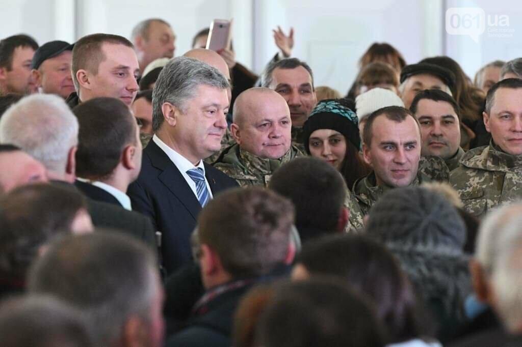 """Сотни селфи, еще один безвиз, """"привет"""" Богуслаеву и дороги: визит Порошенко в Запорожье в фотографиях и высказываниях, фото-2"""