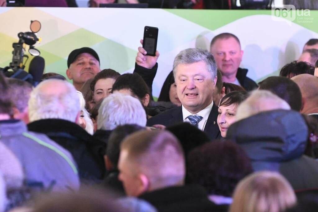 """Сотни селфи, еще один безвиз, """"привет"""" Богуслаеву и дороги: визит Порошенко в Запорожье в фотографиях и высказываниях, фото-3"""