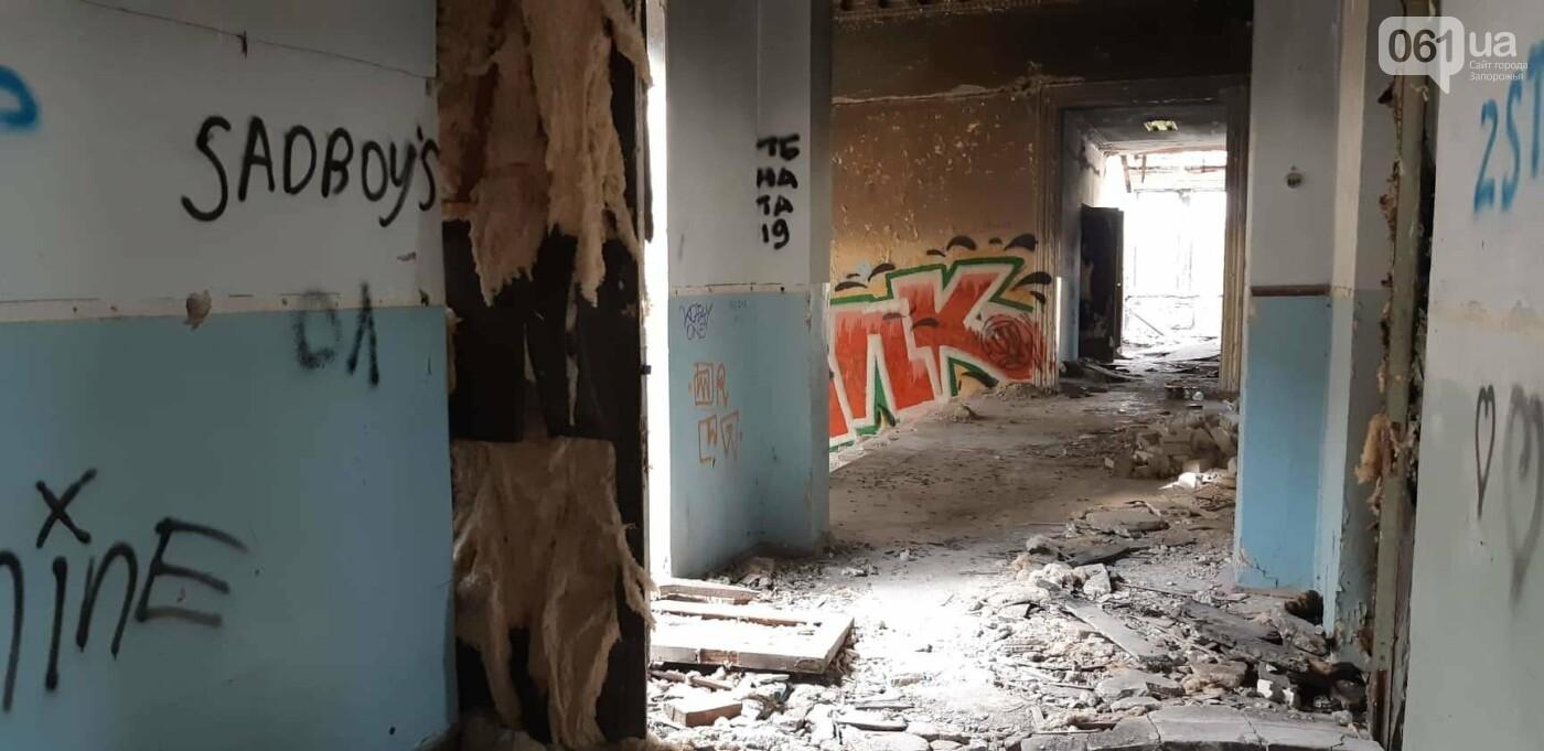 На Хортице вандалы оставили без крыши здание заброшенного ЦИМЕЖА, - ФОТОРЕПОРТАЖ, фото-14