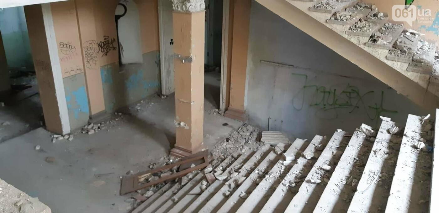 На Хортице вандалы оставили без крыши здание заброшенного ЦИМЕЖА, - ФОТОРЕПОРТАЖ, фото-3