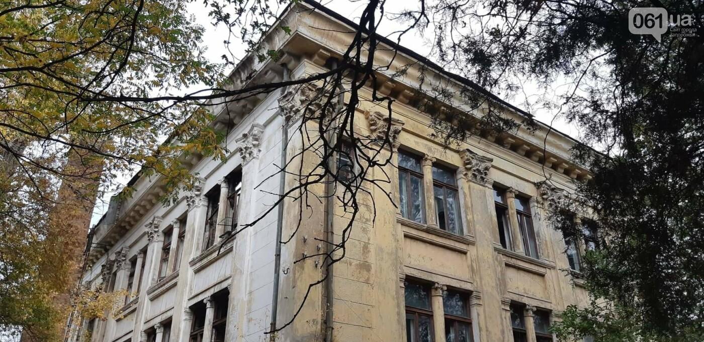 На Хортице вандалы оставили без крыши здание заброшенного ЦИМЕЖА, - ФОТОРЕПОРТАЖ, фото-1