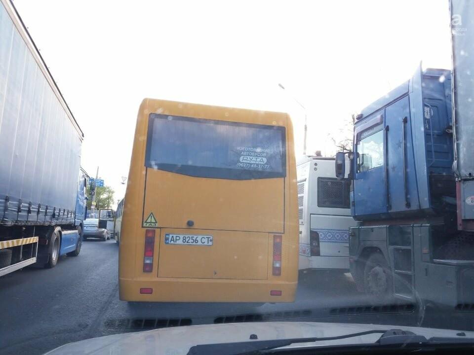 В Запорожье из-за ДТП на мосту Преображенского образовалась огромная пробка, - ФОТО, фото-1