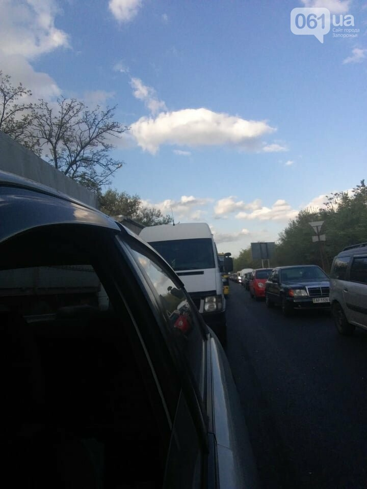 В Запорожье из-за ДТП на мосту Преображенского образовалась огромная пробка, - ФОТО, фото-3