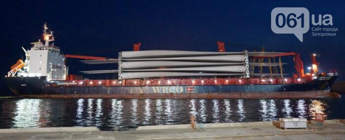 В Бердянский порт зашло судно с гондолами и лопастями для Приморской ВЭС, - ФОТО, фото-1