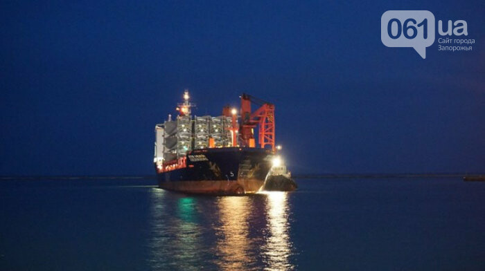 В Бердянский порт зашло судно с гондолами и лопастями для Приморской ВЭС, - ФОТО, фото-3