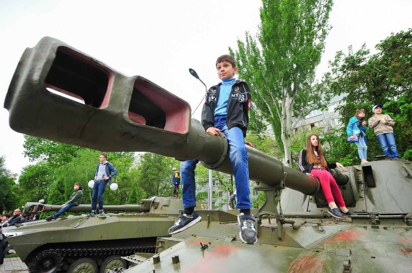 """Богуслаев на """"Победе"""", полевая кухня и концерт: в Запорожье в парке Климова проходят гуляния, - ФОТОРЕПОРТАЖ, фото-29"""