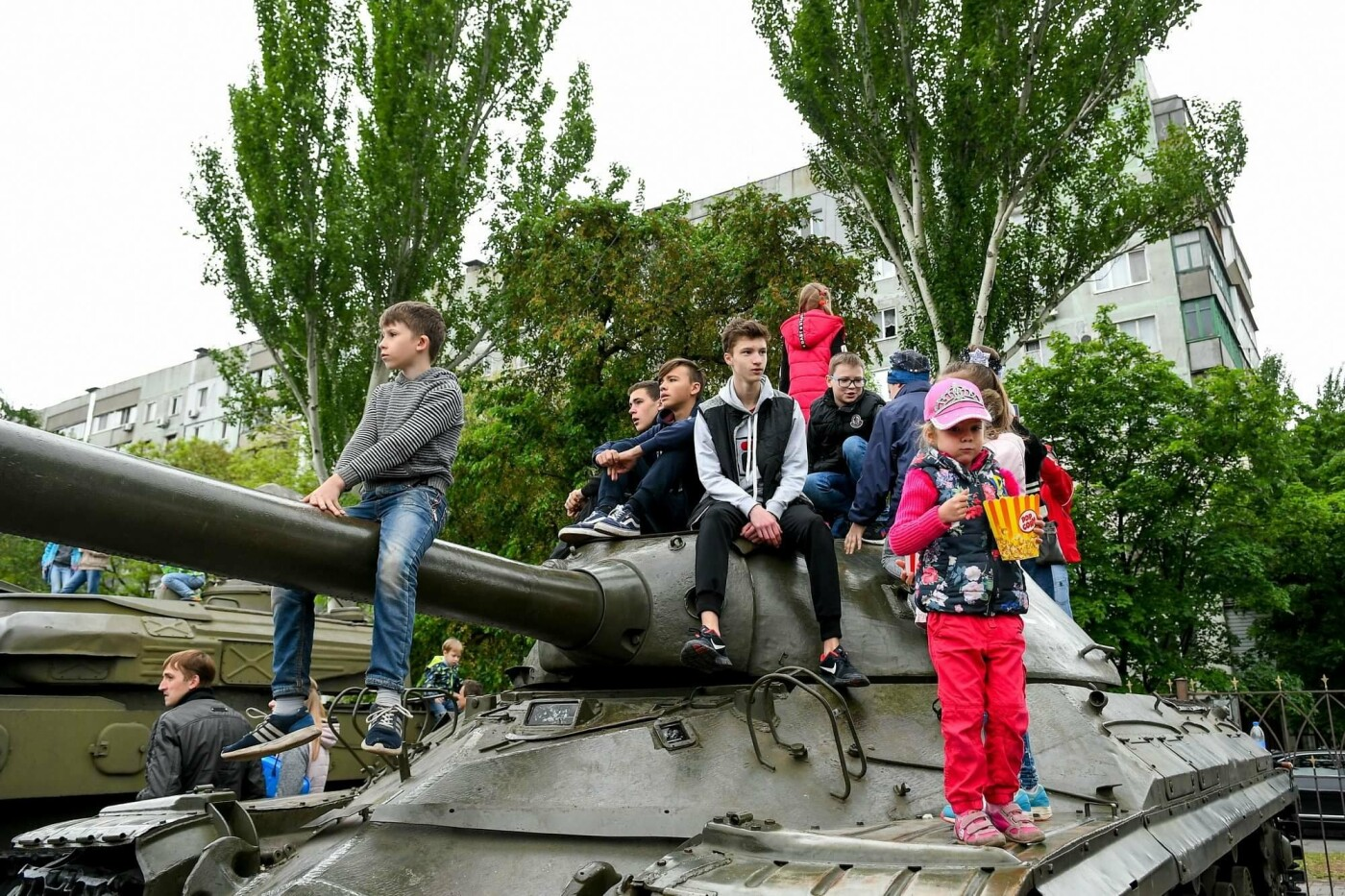 """Богуслаев на """"Победе"""", полевая кухня и концерт: в Запорожье в парке Климова проходят гуляния, - ФОТОРЕПОРТАЖ, фото-26"""