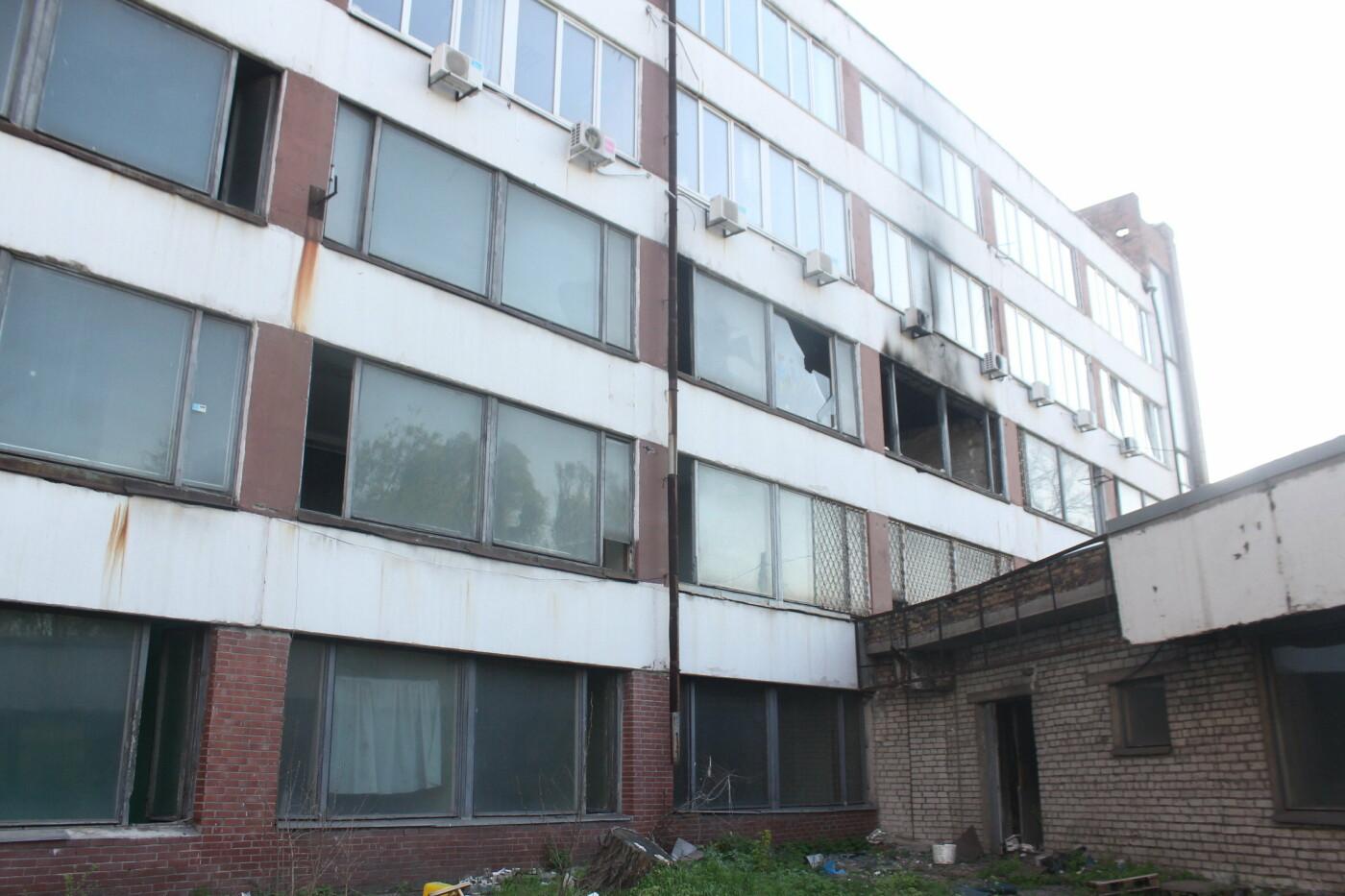 В центре Запорожья разрушается заброшенное здание института «Запорожгражданпроект», – ФОТОРЕПОРТАЖ  , фото-18