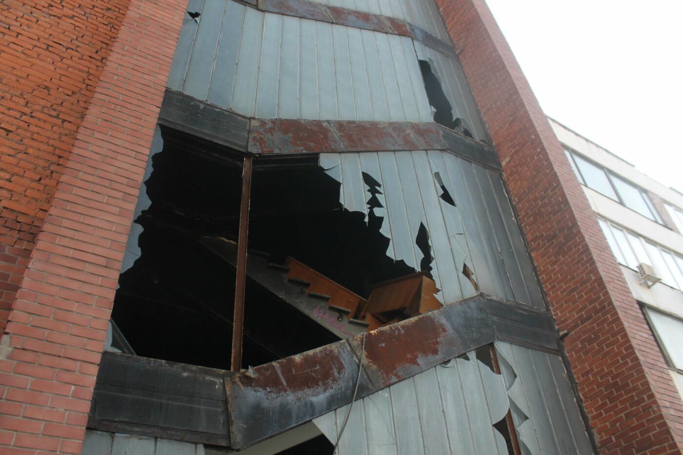 В центре Запорожья разрушается заброшенное здание института «Запорожгражданпроект», – ФОТОРЕПОРТАЖ  , фото-20