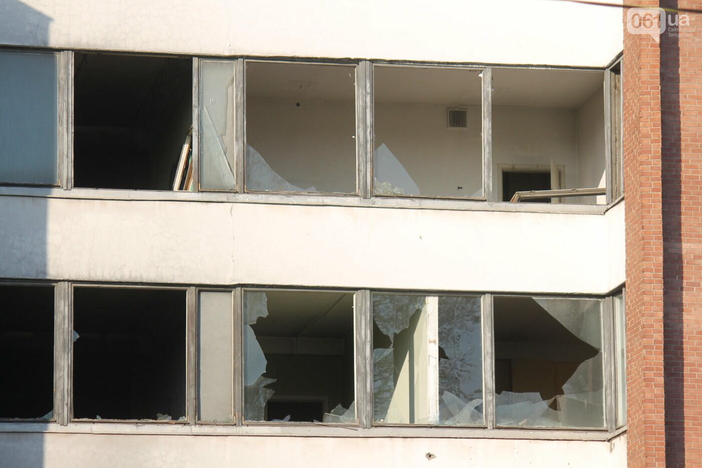 В центре Запорожья разрушается заброшенное здание института «Запорожгражданпроект», – ФОТОРЕПОРТАЖ  , фото-23