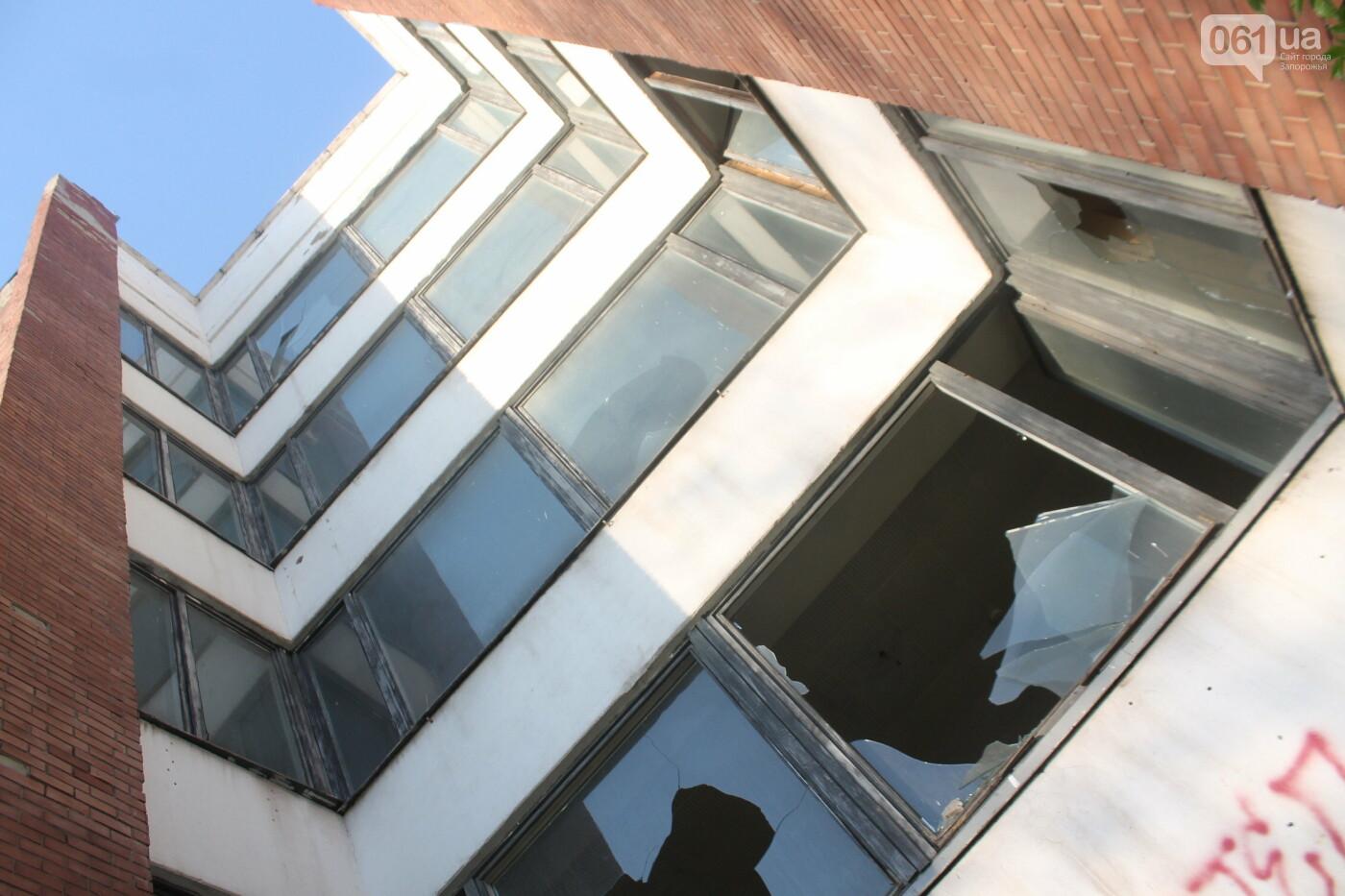 В центре Запорожья разрушается заброшенное здание института «Запорожгражданпроект», – ФОТОРЕПОРТАЖ  , фото-8
