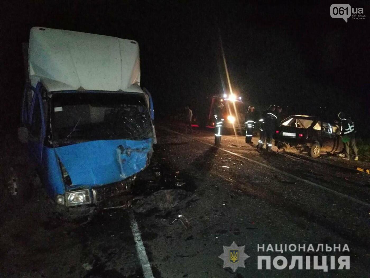 На трассе в Запорожской области в результате ДТП смяло авто - один человек погиб, - ФОТО, фото-1