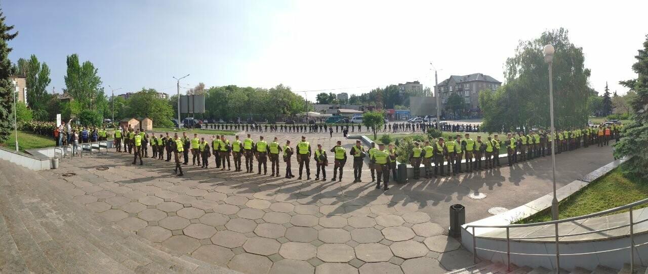 В Запорожье акцию ЛГБТ-сообщества охраняют почти полтысячи силовиков, - ФОТО, ВИДЕО, фото-1
