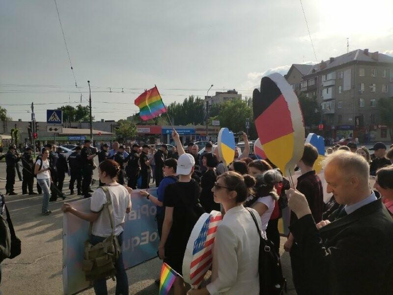 В Запорожье акцию ЛГБТ-сообщества охраняют почти полтысячи силовиков, - ФОТО, ВИДЕО, фото-10