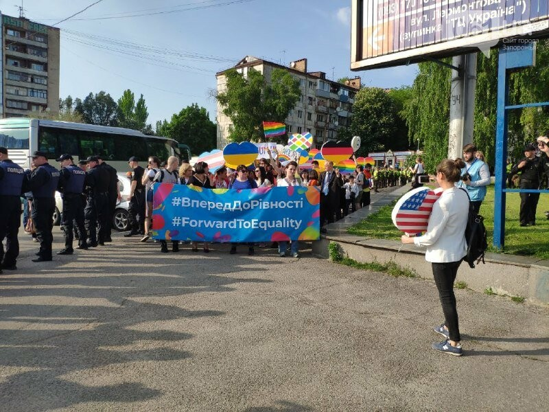 В Запорожье акцию ЛГБТ-сообщества охраняют почти полтысячи силовиков, - ФОТО, ВИДЕО, фото-7