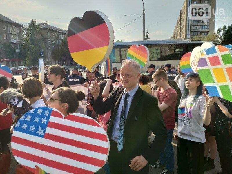 В Запорожье акцию ЛГБТ-сообщества охраняют почти полтысячи силовиков, - ФОТО, ВИДЕО, фото-8