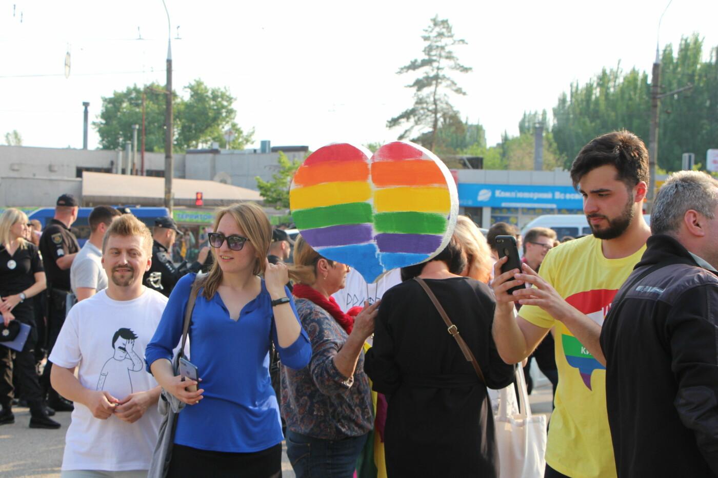 """""""Радужный флешмоб"""" переехал из-за угрозы насилия: как прошла ЛГБТ-акция в Запорожье, - ФОТОРЕПОРТАЖ, фото-47"""