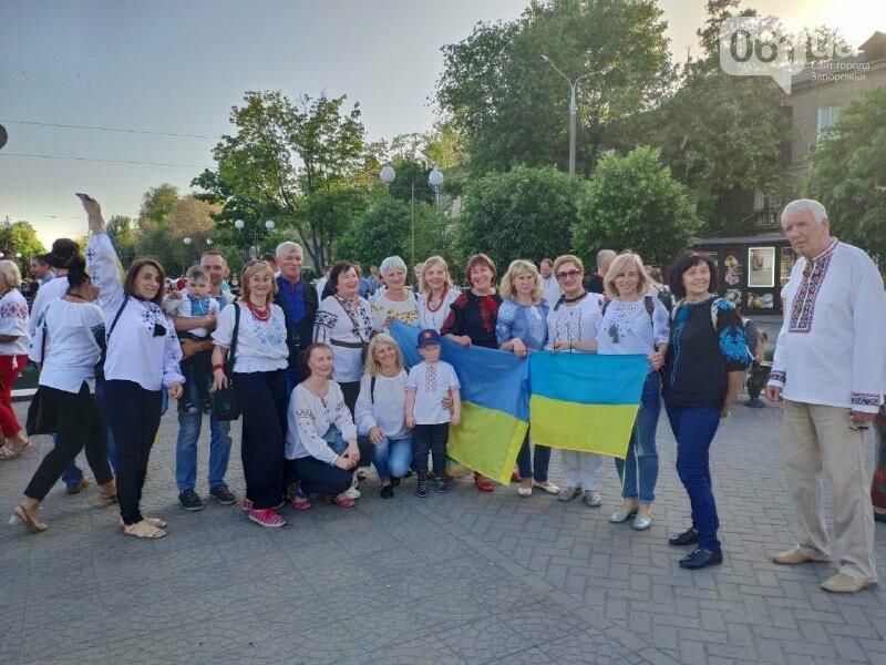 В Запорожье начался Марш вышиванок: на акцию вышли сотни горожан, – ФОТО, фото-1