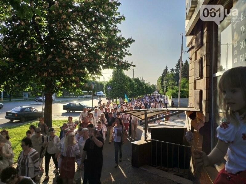 В Запорожье начался Марш вышиванок: на акцию вышли сотни горожан, – ФОТО, фото-5