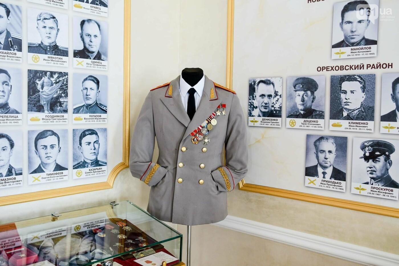 В запорожском музее появился уникальный экспонат - форма легендарного офицера, который воевал без рук, - ФОТО, фото-2