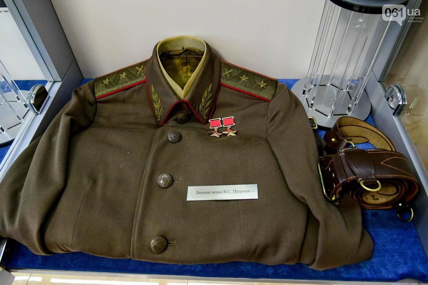 В запорожском музее появился уникальный экспонат - форма легендарного офицера, который воевал без рук, - ФОТО, фото-5