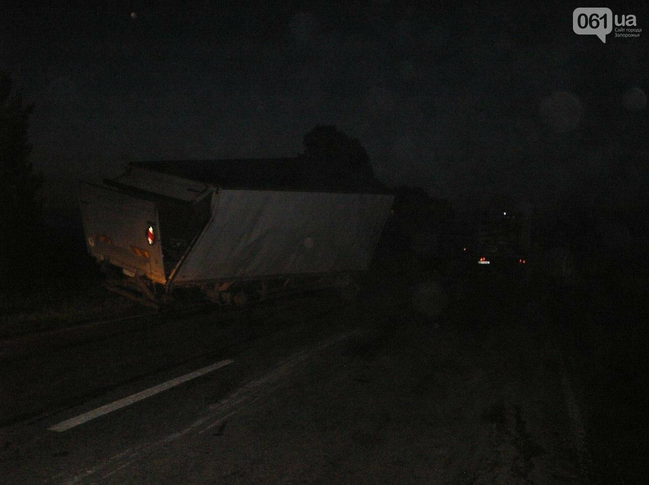 В Запорожской области перевернулся грузовик, в котором было 5 тонн клубники, - ФОТО, фото-2