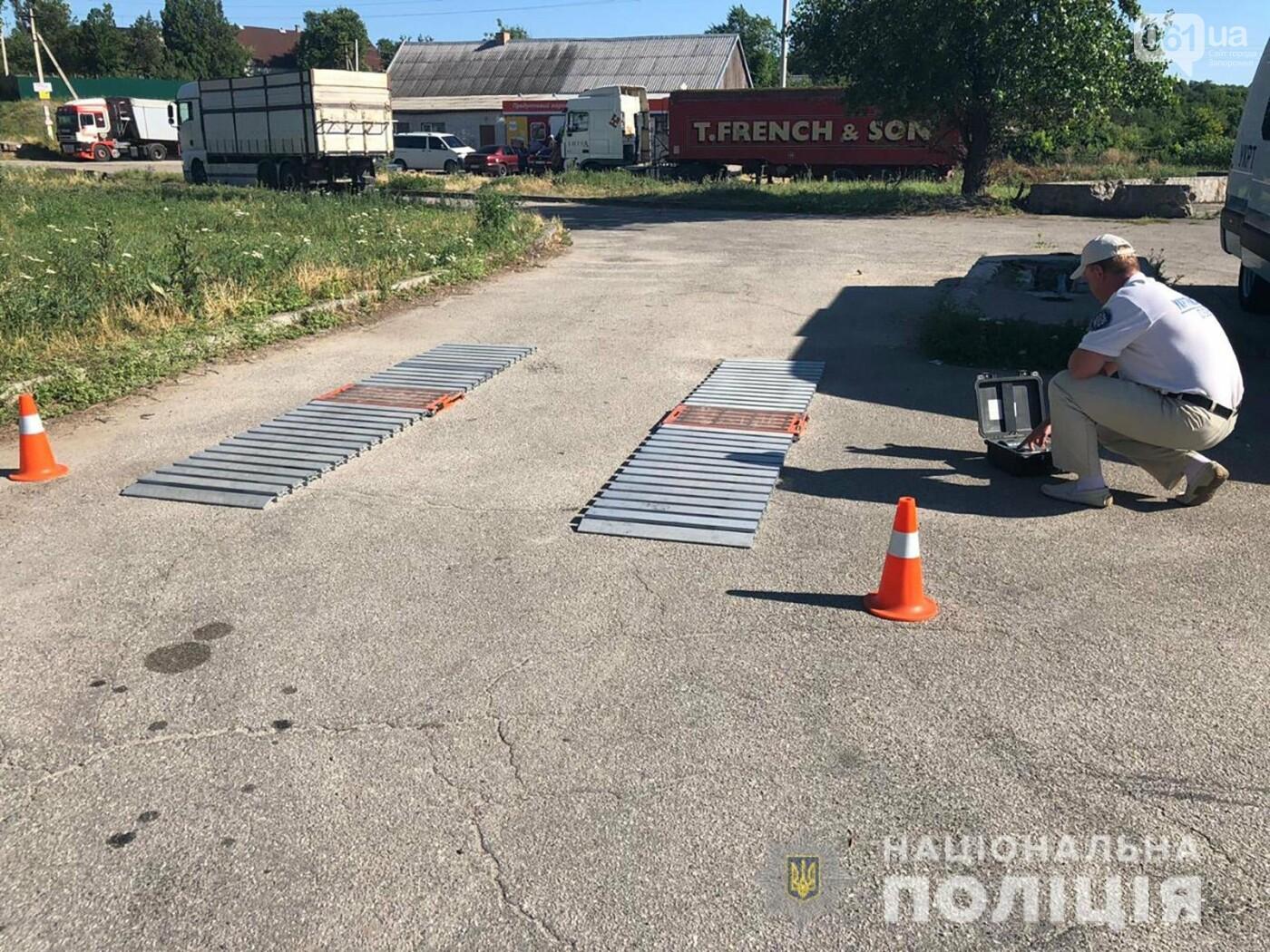 Правоохранители заблокировали движение 7 большегрузов, фото-1