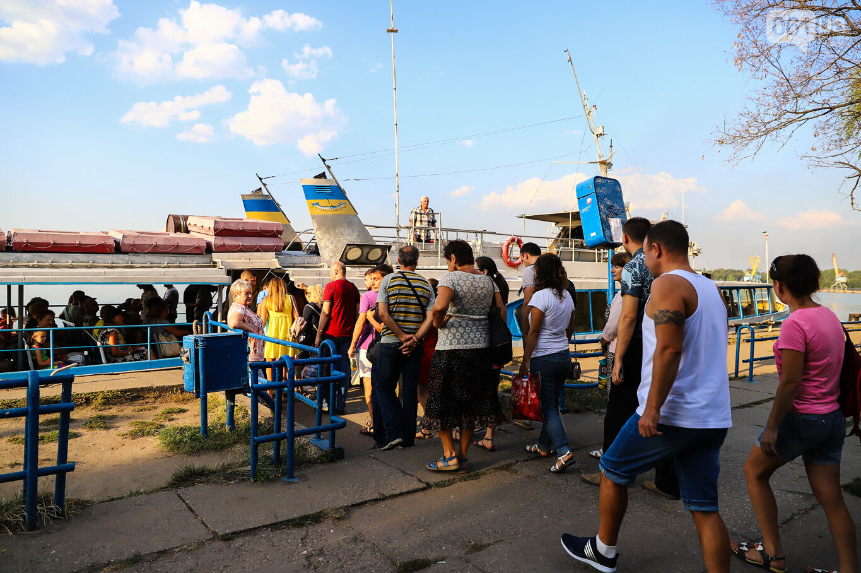 Речной пассажирский транспорт в Запорожье работает неделю: есть ли спрос и что говорят в мэрии, - ФОТОРЕПОРТАЖ, фото-3