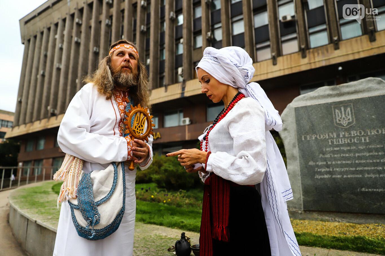 В центре Запорожья простились с азовцем: церемония прошла по родноверскому обряду, - ФОТОРЕПОРТАЖ, фото-2